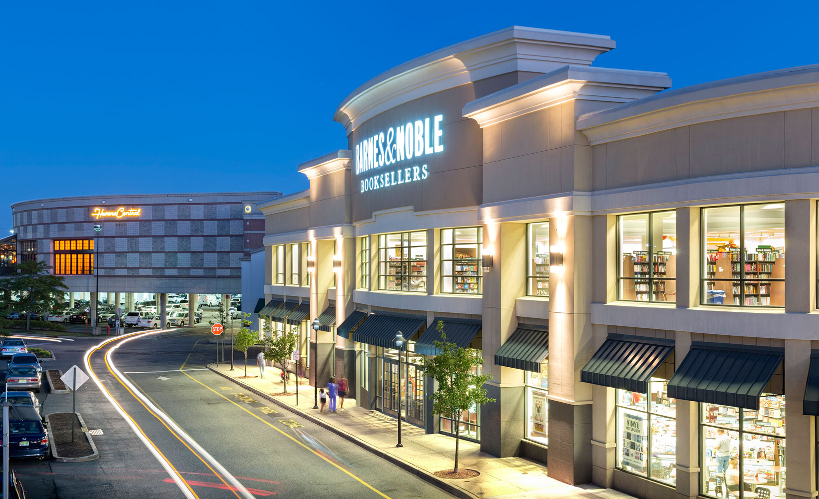 The Menlo Park Mall is one of the popular shopping malls in New Jersey with more than stores. The shopping center you can visit at: 55 Parsonage Rd, Edison, NJ In the following section you will find all the stores in the mall.4/4.