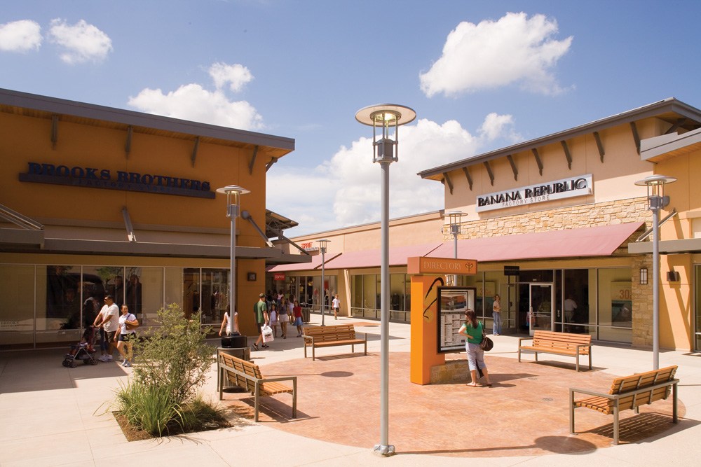 Round Rock Premium Outlets is a family friendly outdoor mall located off I in Round Rock, TX. This beautiful open air mall is home to stores including Banana Republic, Nike, Michael Kors, Polo Ralph Lauren, and the Disney Store/5().