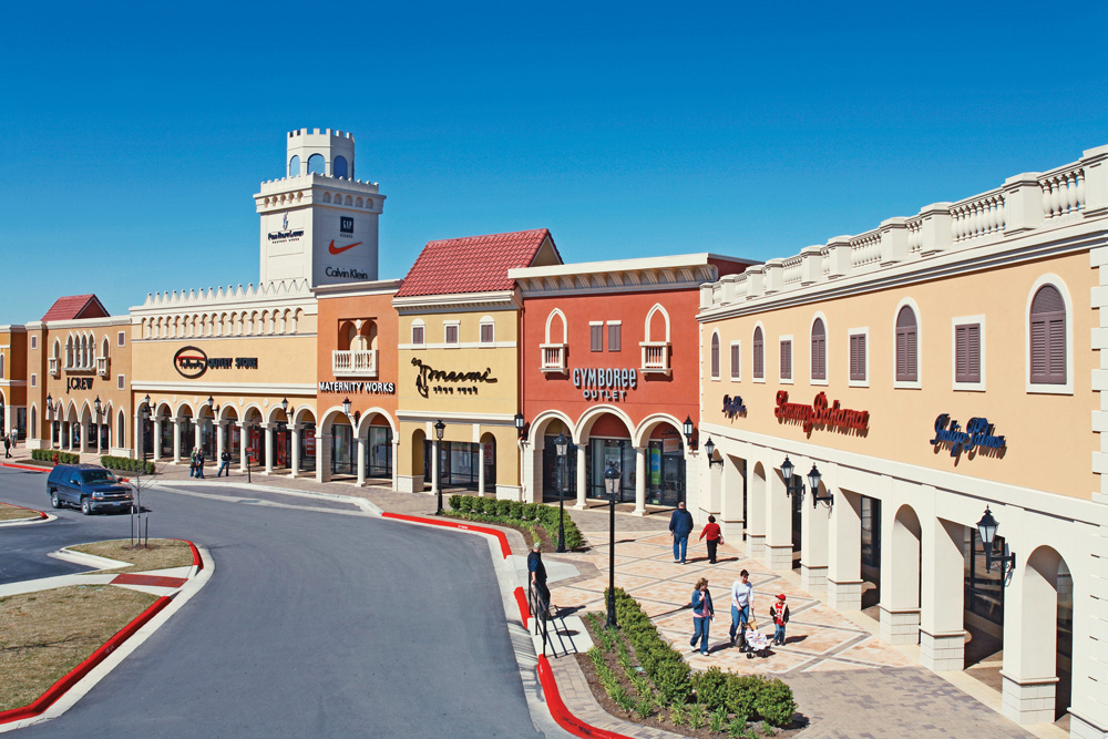 Find impressive savings at Williamsburg Premium Outlets, with over stores including Ann Taylor, Banana Republic, J. Crew, Michael Kors, Nautica, and more. Conveniently located off Route off of Richmond Road, the outdoor shopping destination serves the nearby areas of Williamsbug, Virginia Beach, Norfolk, and Richmond.