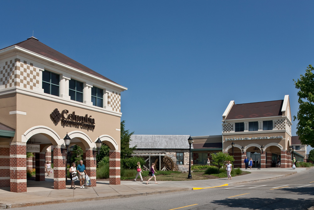 Located 50 miles north of Pittsburgh, the Prime Outlets at Grove City offers upscale outlet shopping with an impressive collection of designer and name brand outlet stores.