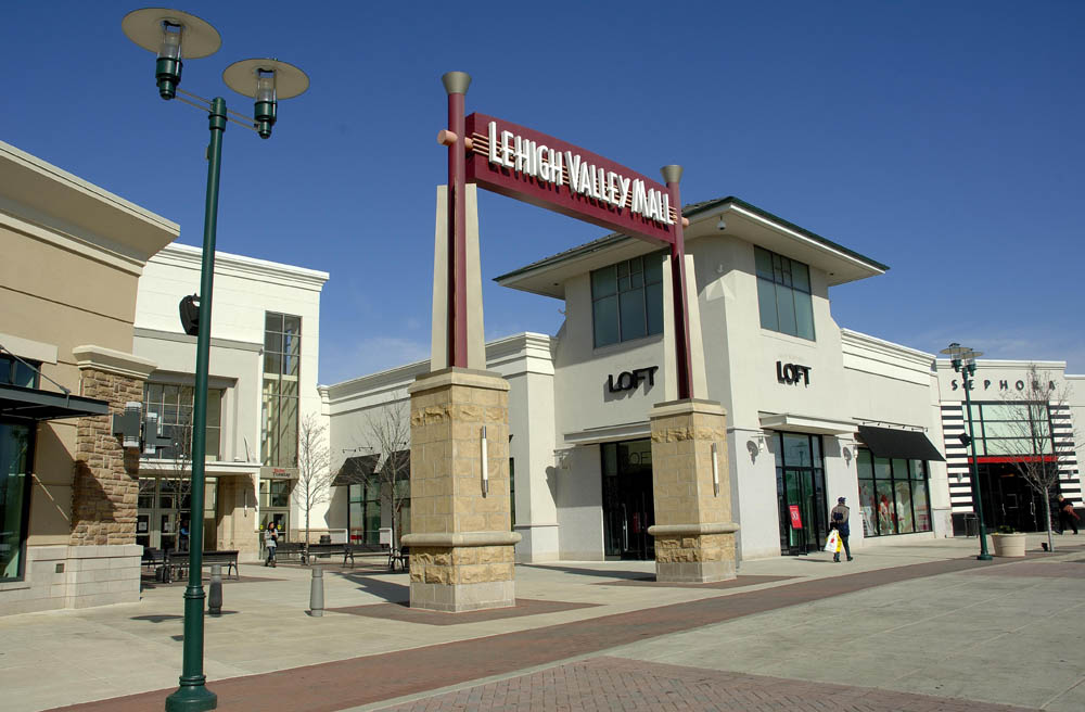 Find a Simon Premium Outlet near you. Shop more for less at outlet fashion brands like Tommy Hilfiger, Adidas, Michael Kors & more.