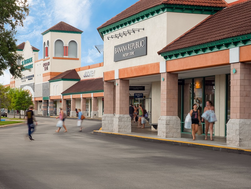This outlet mall really just keeps getting better and better. When the mall was first built there weren't really a ton of great stores. Whether it's designer bags or sweet deals, you'll find it 7/10(60).