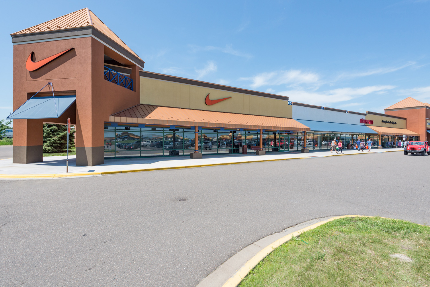 The biggest information directory about all outlet shopping centers, Outlet stores and Outlet malls in the United States. It contains the cheapest factory stores and brands in the United States.