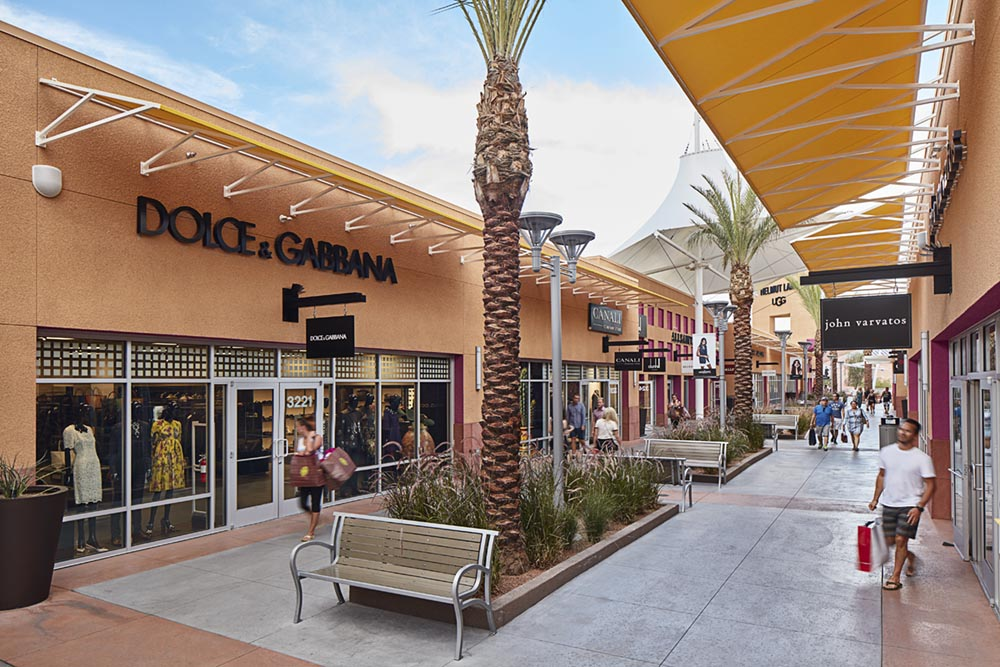 Top 10 Las Vegas Shopping Las Vegas offers visitors a true shoppers' paradise. You can shop at some of the most extravagant stores in the world, or find great bargains at several Las Vegas Outlet .